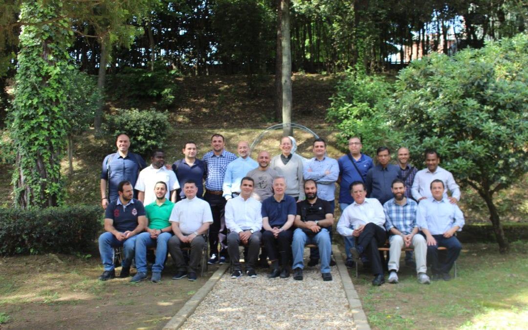 Seminaristas del Colegio Alberoni, visitan la Curia General