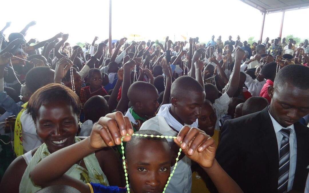 Al servicio de los últimos.  Campamento de Refugiados Burundeses  en Mahama, Ruanda (África)