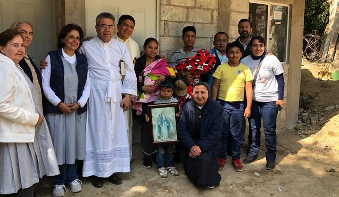 La Familia Vicentina de México entrega 15 casas a damnificados por terremoto