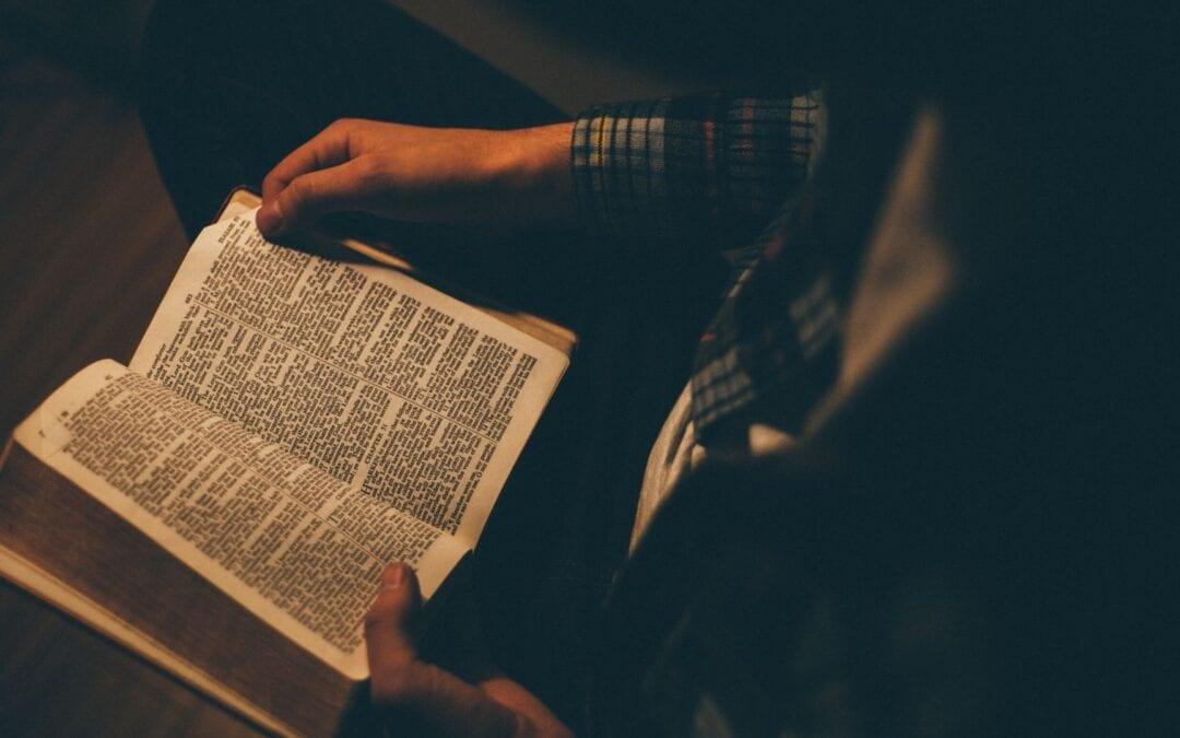 Vivre Pâques à la maison en tant qu'Église domestique, nourrie par la prière et la Parole de Dieu