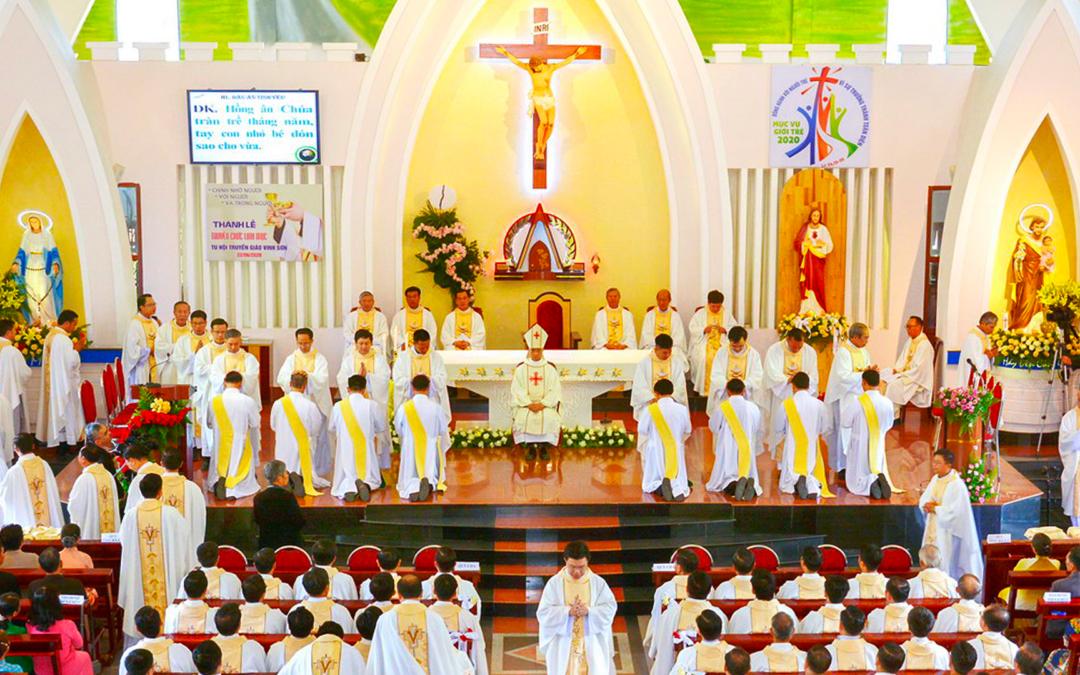 Il y a huit nouveaux prêtres dans la Province du Vietnam
