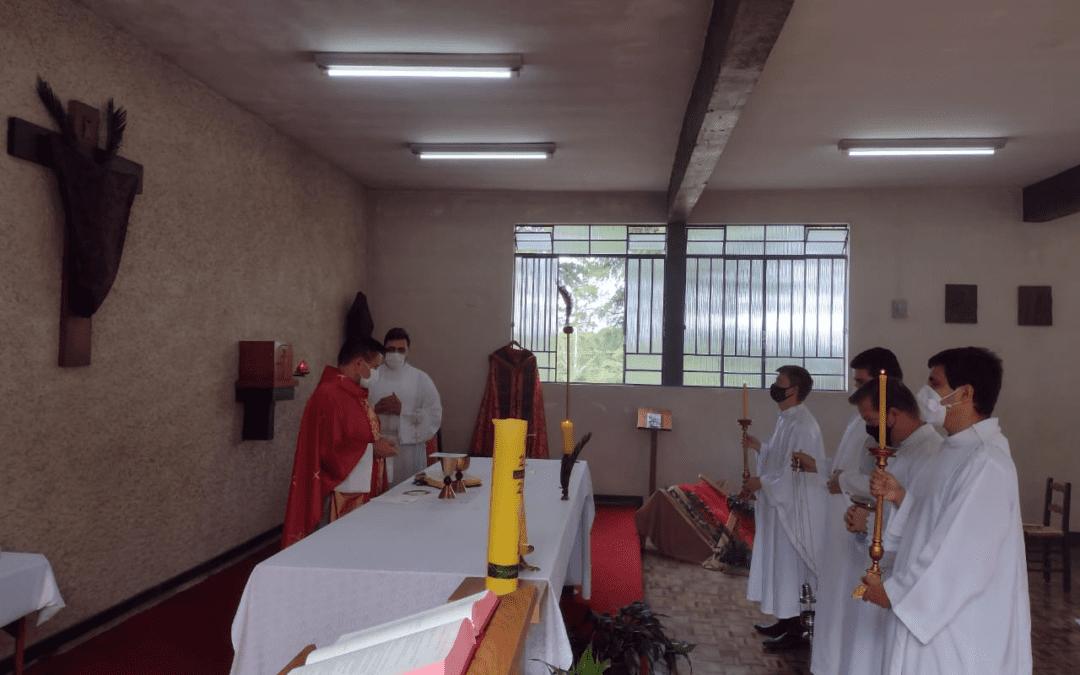 Messe dominicale de Ramos da Paixão du Seigneur a eu lieu au séminaire vincentien Notre Dame de la Grâce